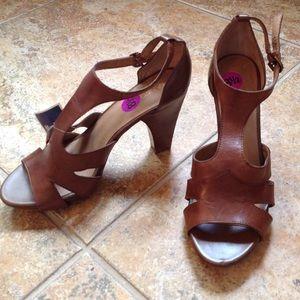 NWT heels